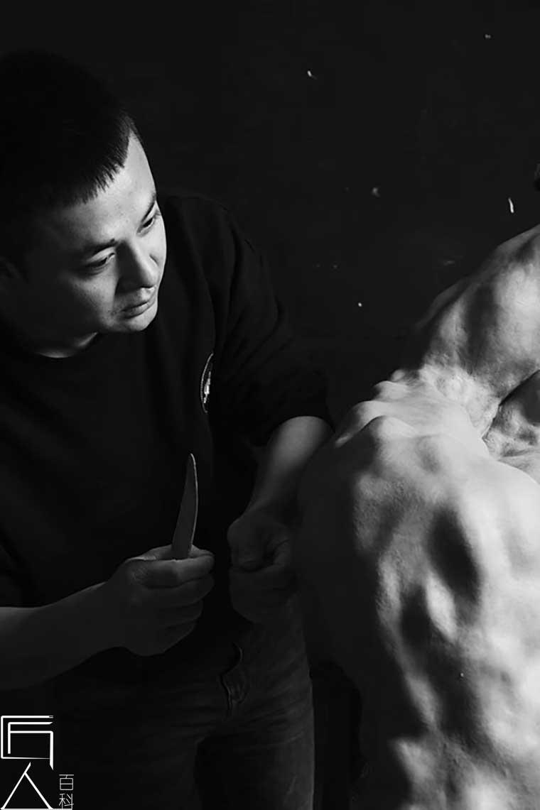 雕塑艺术家王韦:用艺术语言给灵魂以震撼