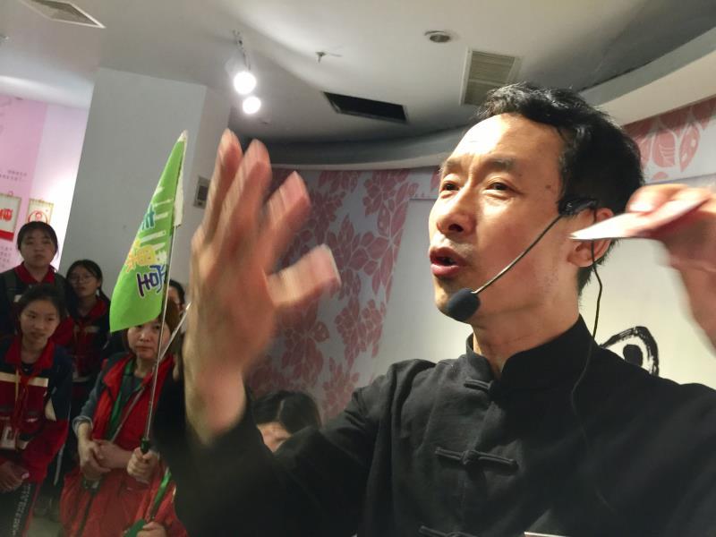 剪纸教育家王龙:看事情不能太死板!