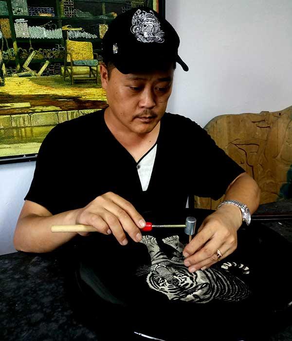 微雕刻瓷艺术家杨志,描绘大千世界
