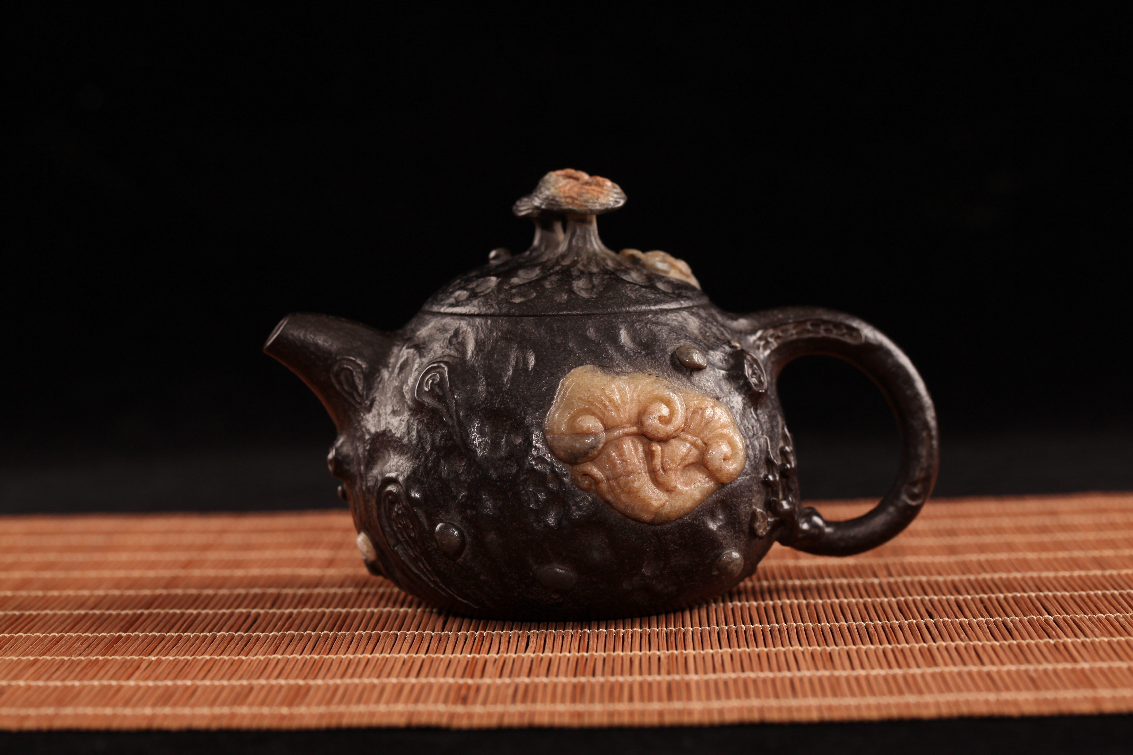 庄惠东的作品-庄惠东石雕作品《逢春》
