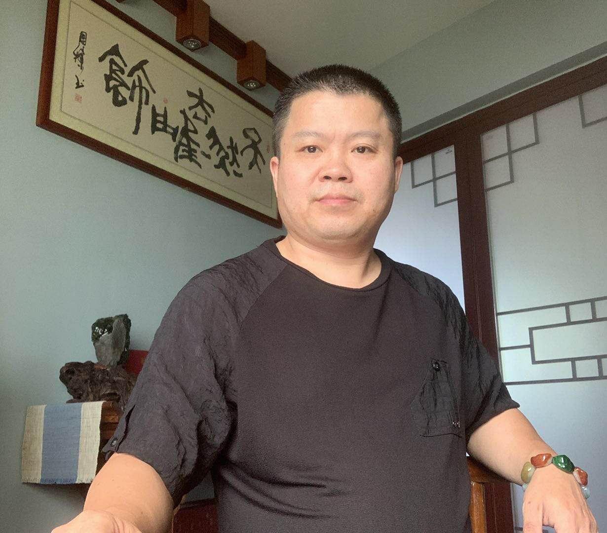 玉中有天地,俯拾皆有趣-记玉雕艺术家林俊禹