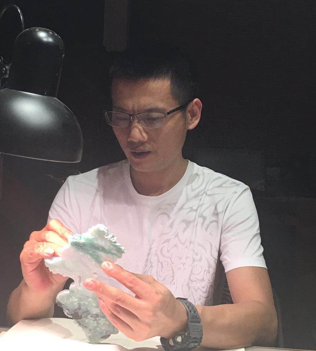 """问世间""""艺""""为何物?记广东省玉石雕刻高级工艺师魏兴斌"""