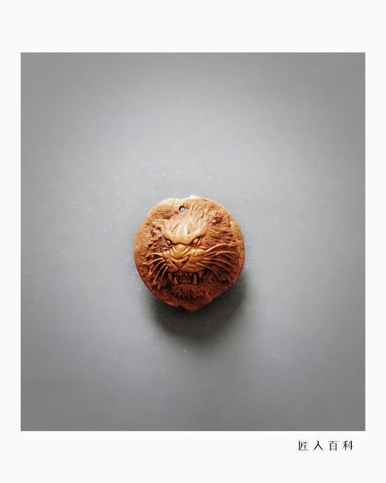 马群飞(核雕)的作品-4.jpg