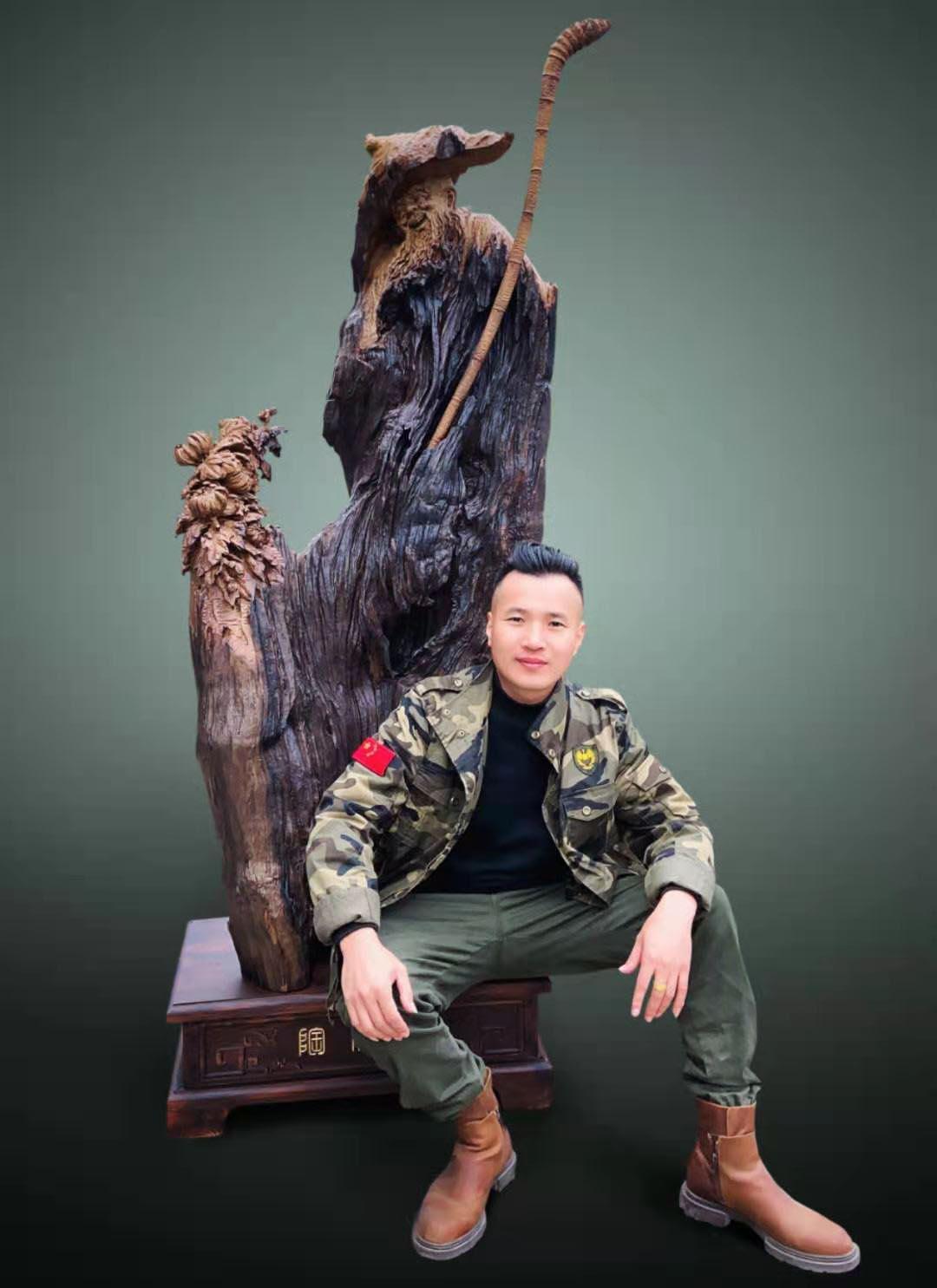 古朴凝重,顺应自然-记广西工艺美术大师周洪洋古沉木雕刻艺术