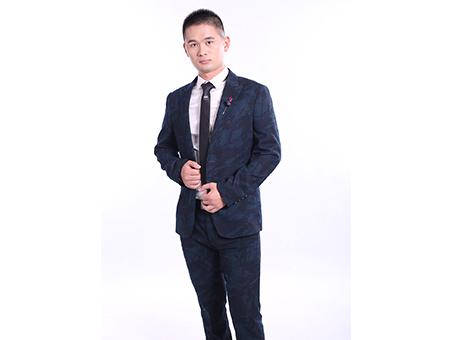 刘凌峰 | 刀锋千转,用心雕刻信仰的力量