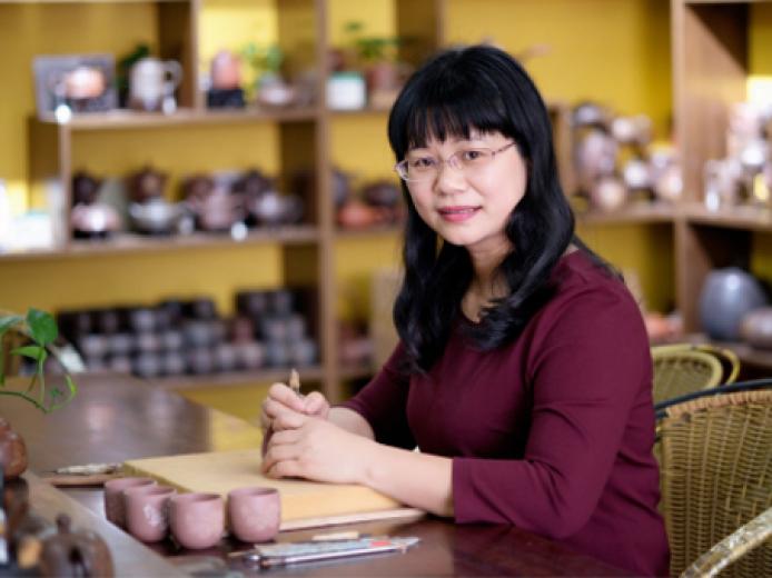 茶与器的艺术--茶器大师黄盈